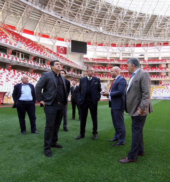 Antalyaspor Yönetim Kurulu'ndan Emniyet Müdürü Uzunkaya'ya Ziyaret