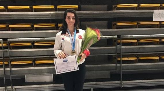 Fatma Zehra Köse Eskrim Akdeniz Şampiyonasında 3. Oldu