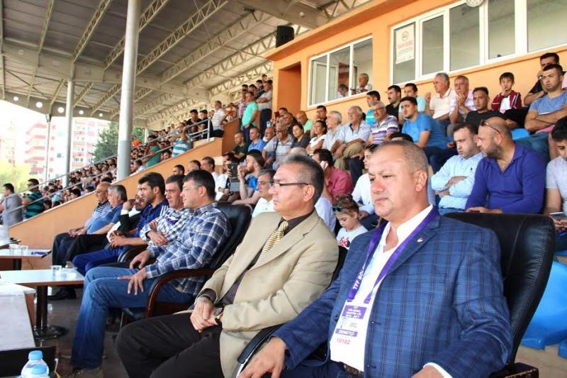 Futbolcu başkan maçları kaçırmıyor