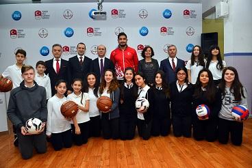 P&G Türkiye, TMOK ve MEB iş birliği ile  81 ilde 81 okul yeni spor malzemesine kavuşuyor